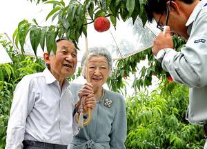 天皇皇后両陛下ふくしま果樹園訪問