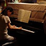 映画『物置のピアノ』、主人公は福島県の小さな桃農家の少女。